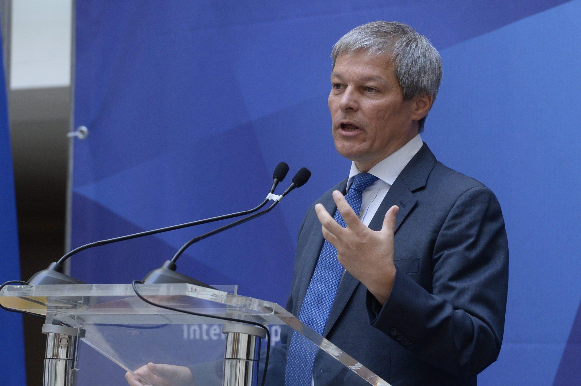 """Dacian Cioloș, ținta unui fake news emis de Oana Lovin: """"Piața e ofertantă, 58 de genuri"""""""