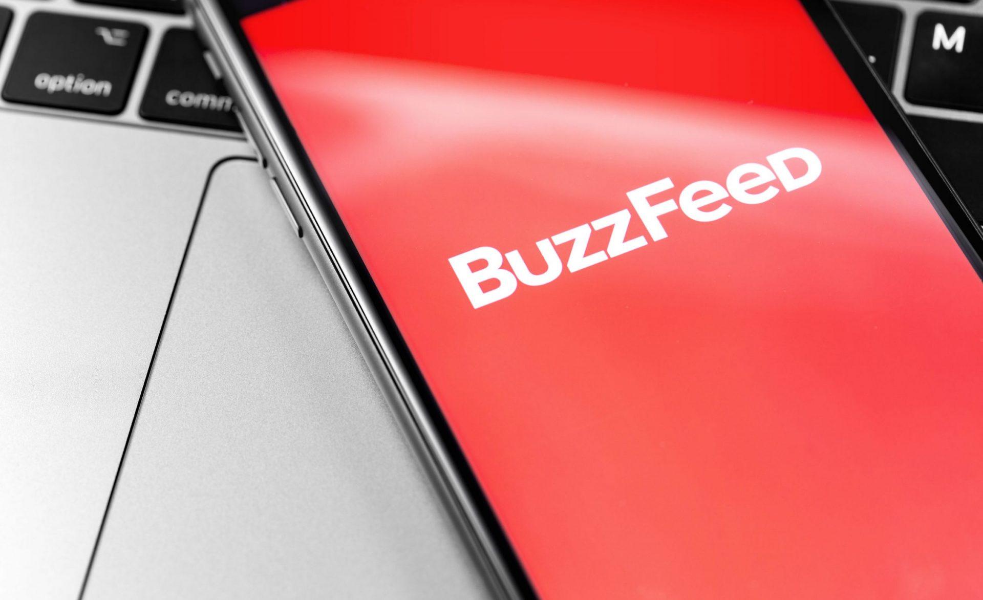 Cum încearcă presa online să se salveze: HuffPost, cumpărat de BuzzFeed pentru a atrage publicitate