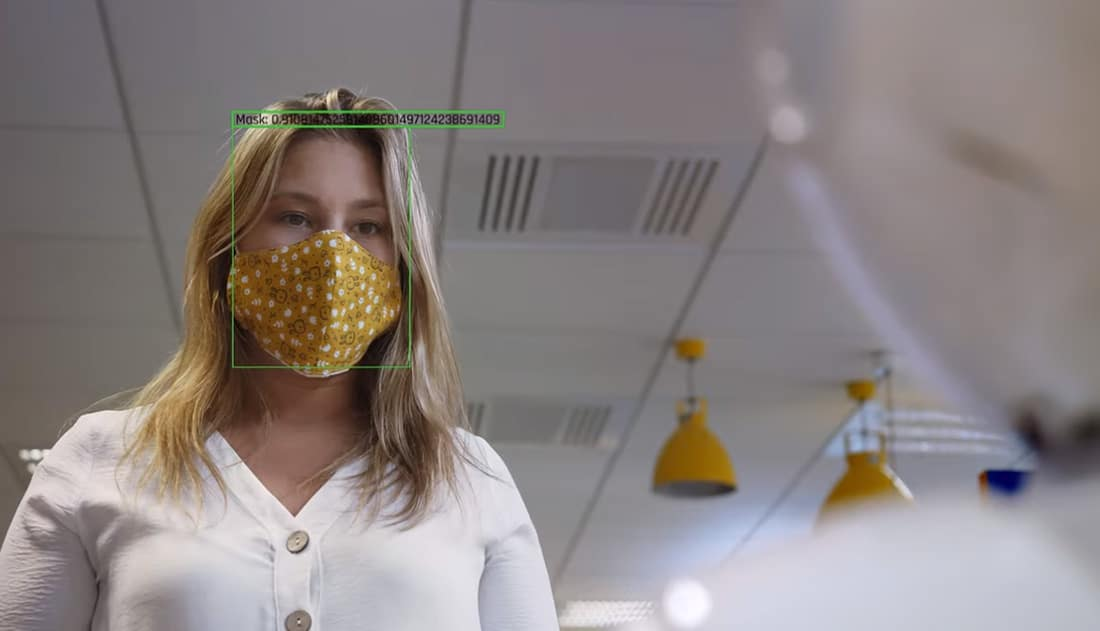 Roboții care-i ceartă pe oameni că nu poartă mască: viitorul ordinii publice?