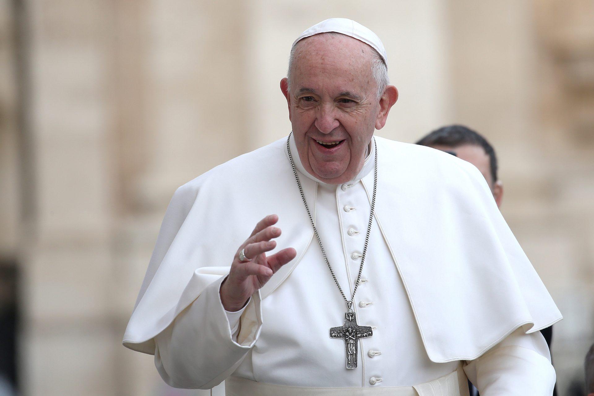 Contul de Instagram al Papei Francisc a dat like unui model. Acum Vaticanul vrea să știe cum s-a întâmplat