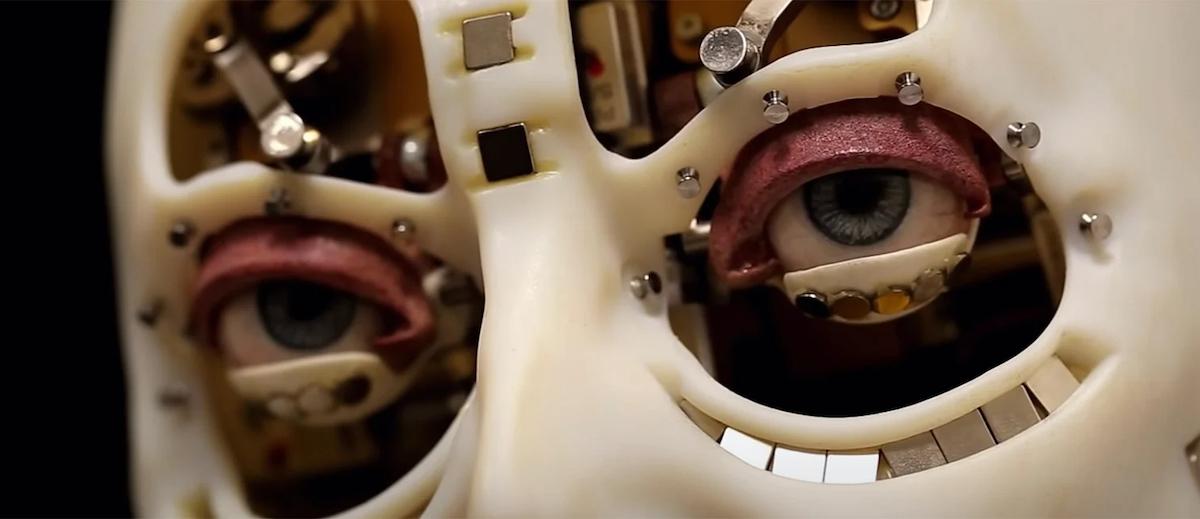 Cinci inovații: Revoluția din 1989, memoria fotografică, robotul umanoid și altele