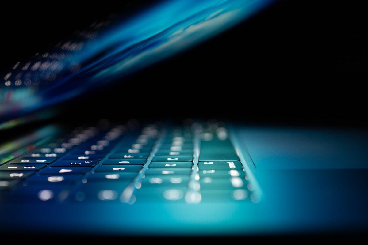 Hacker neinvitat într-o întâlnire online a Consiliului European