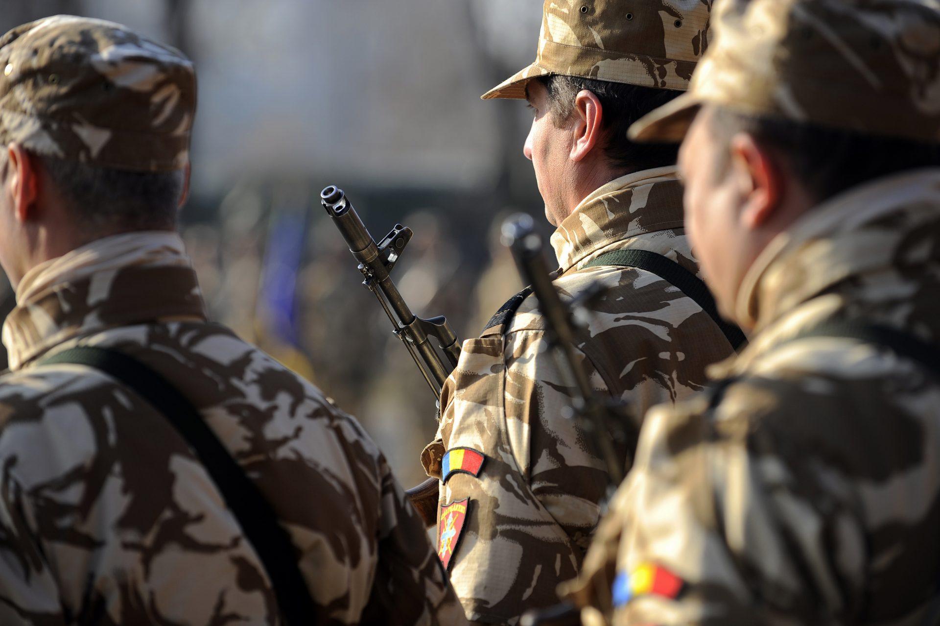 """Cum au reacționat românii când a fost """"dată milităria jos din pod"""" la Guvern"""