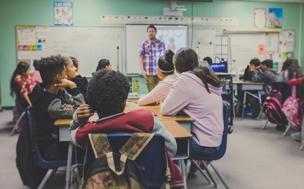 CBBC va oferi săptămânal cel puțin 17 de ore de program educațional pentru elevii blocați în case