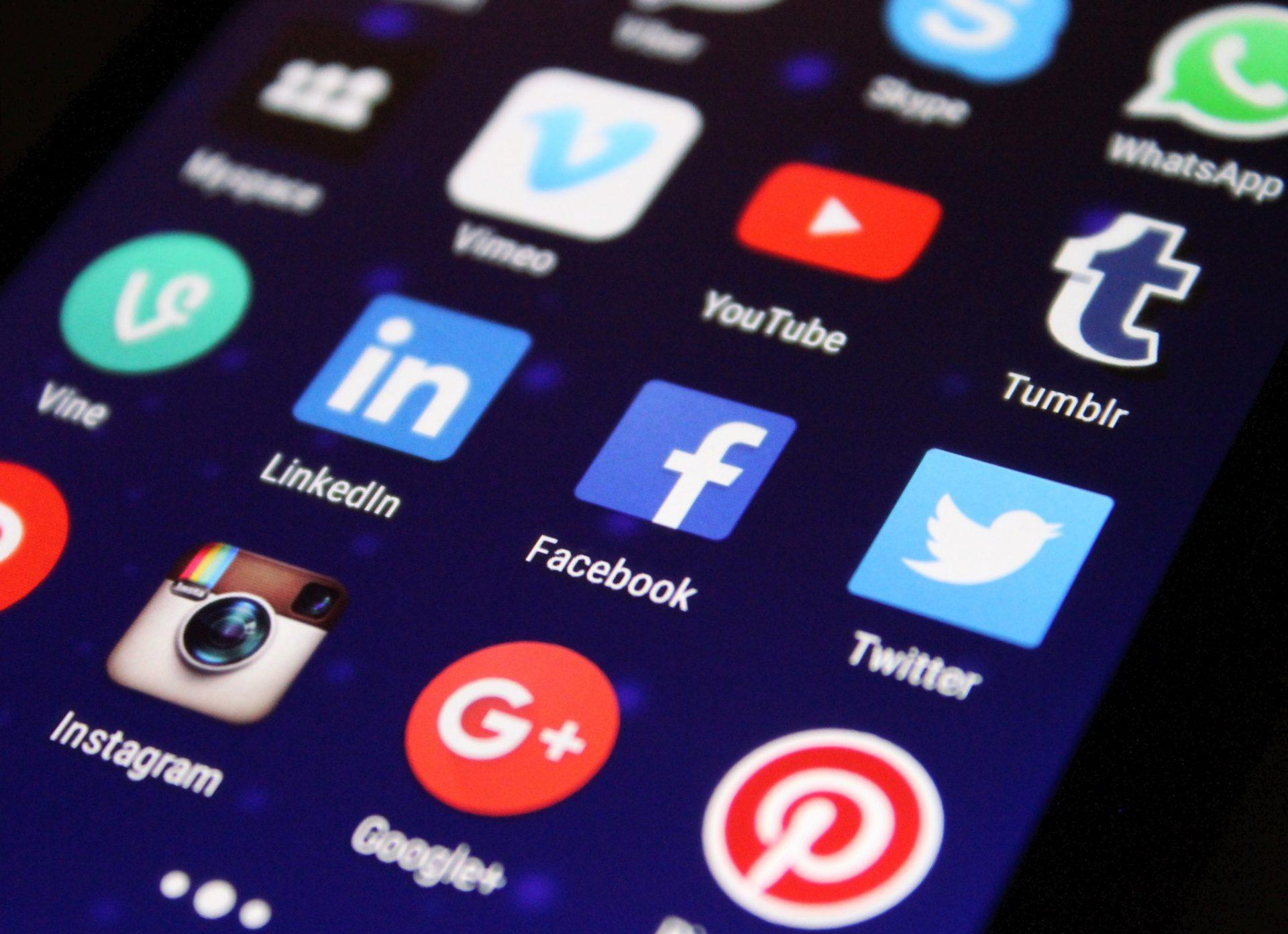 Curtea Supremă a decis incriminarea celor care deschid conturi pe social media cu identitatea altei persoane
