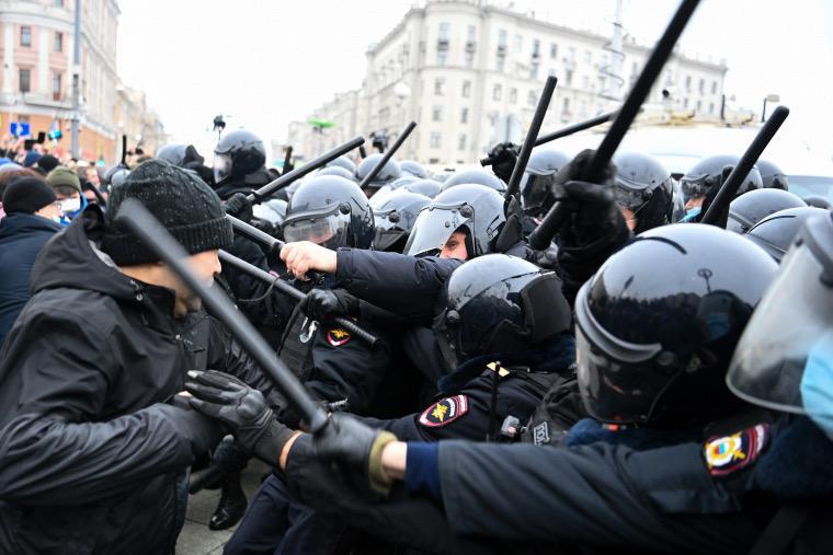 Peste 30 de jurnaliști au fost arestați în timpul protestelor din Rusia