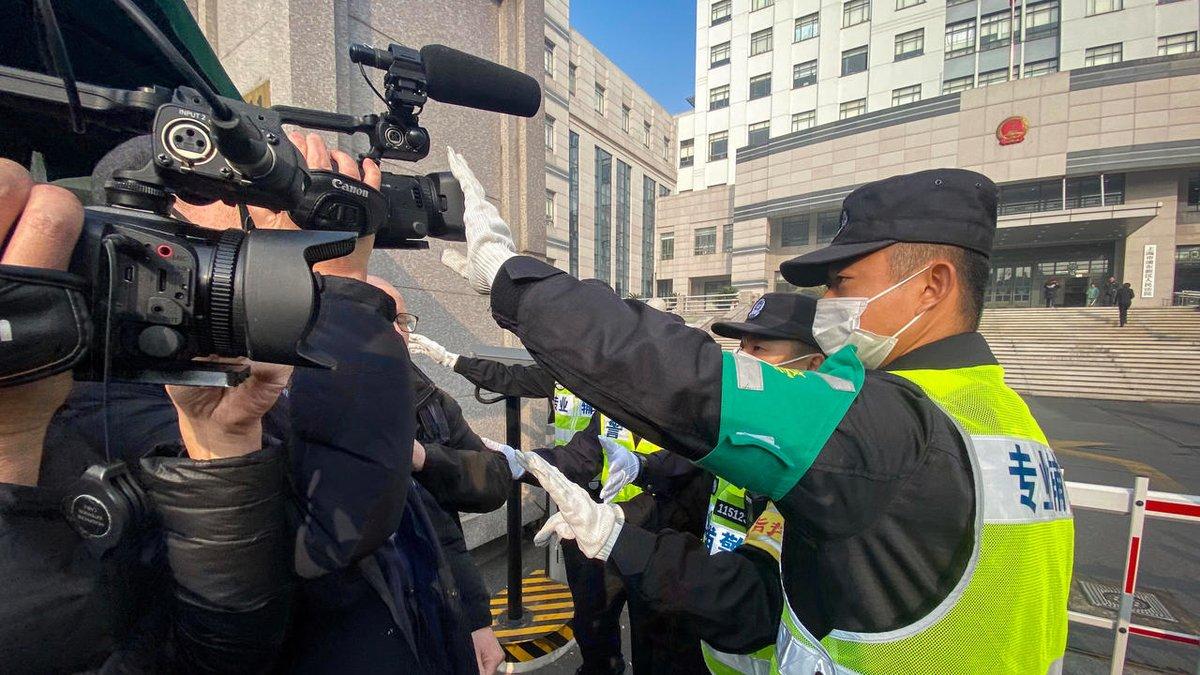 Șapte jurnaliști chinezi sunt încă reținuți pentru raportarea focarului Covid-19, la un an de la izbucnirea epidemiei