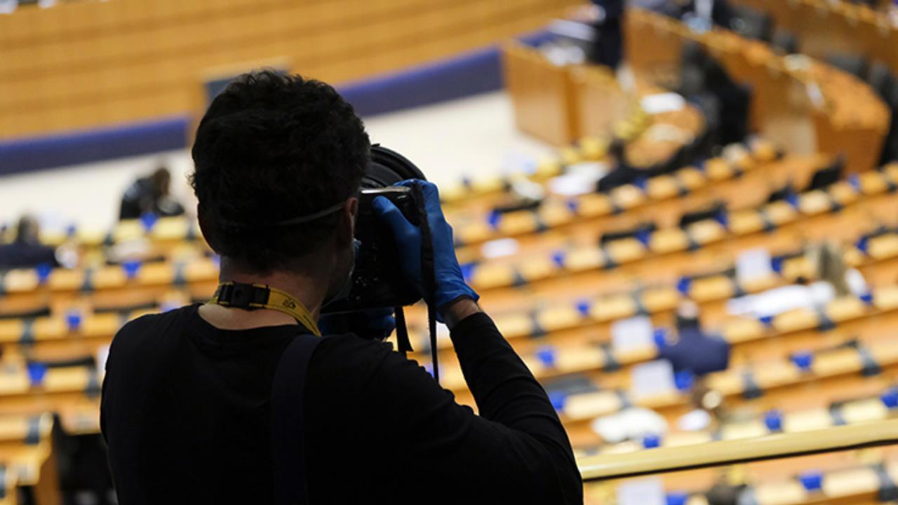 Ar putea UE să oblige Facebook și Google să plătească pentru știri, ca Australia?