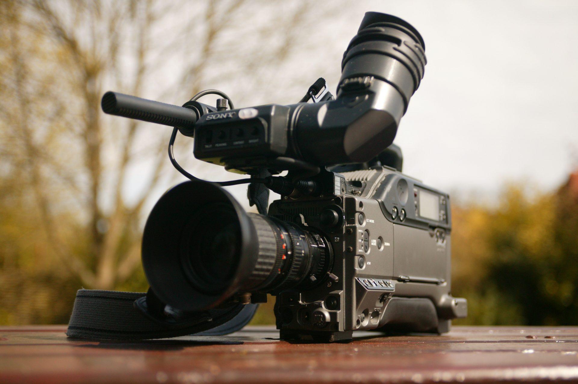 Kosovo încalcă libertatea presei din Serbia blocând accesul jurnaliștilor la graniță