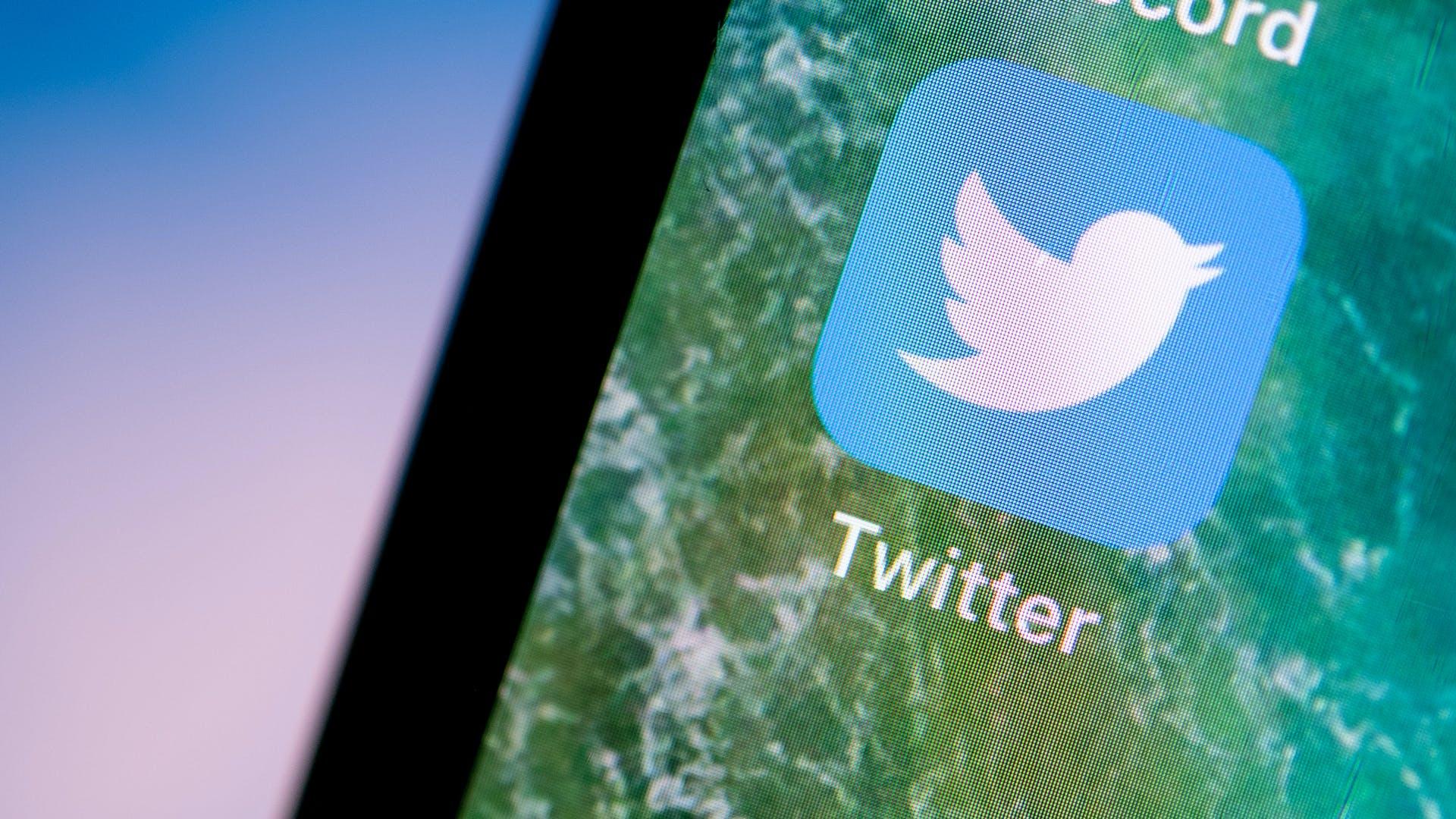 """Twitter extinde """"etichetele de avertizare"""" pentru a viza și postările înșelătoare despre vaccinuri"""