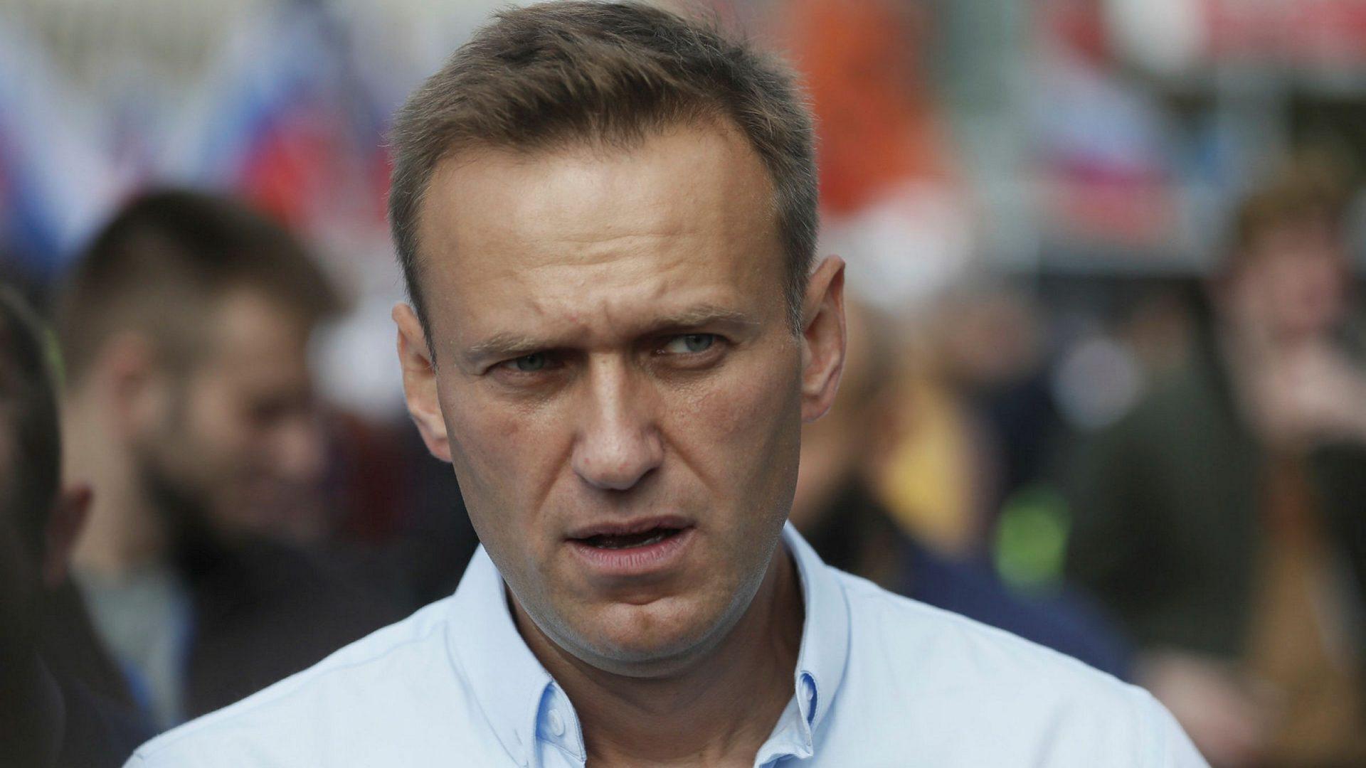 """Medicii lui Navalnîi au cerut să-l vadă, spunând că ar putea face stop cardiac """"în orice minut"""""""