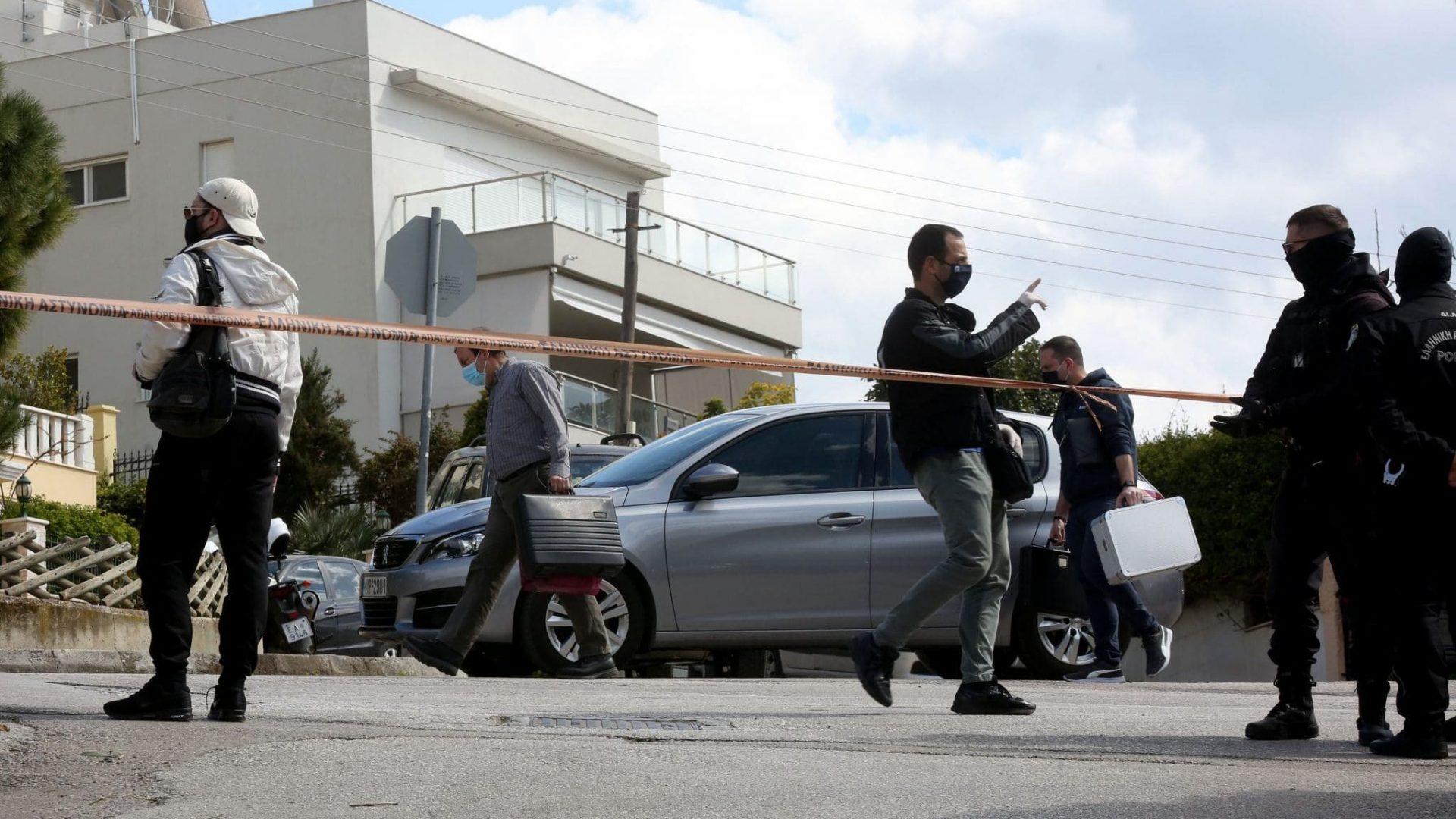 Un jurnalist grec, asasinat în plină zi. Cazul său, exploatat de un coleg de breaslă, și el victima unui atac