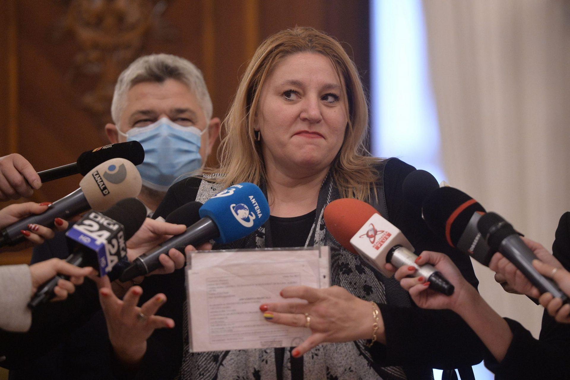 Șoșoacă vrea ca jurnaliștii să fie băgați la pușcărie și cere ieșirea României din UE