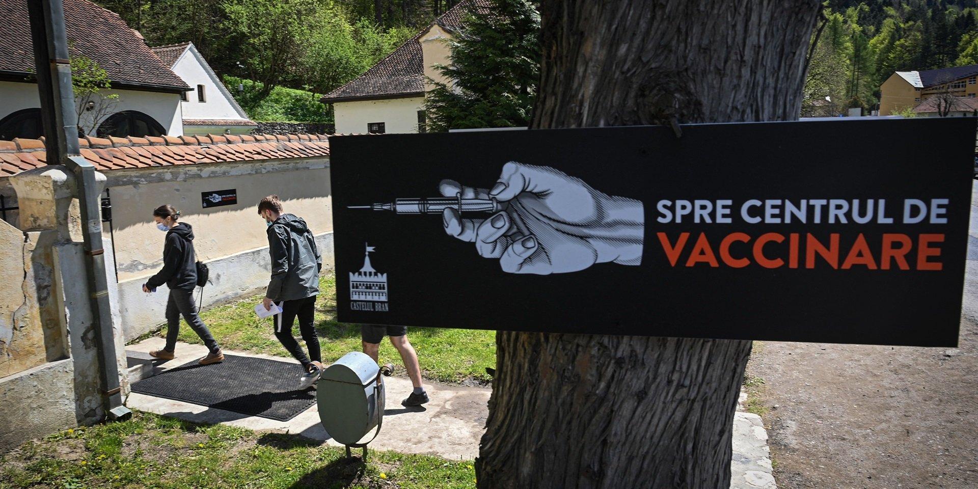 Centrul de vaccinare de la Castelul Bran, lăudat de presa internațională