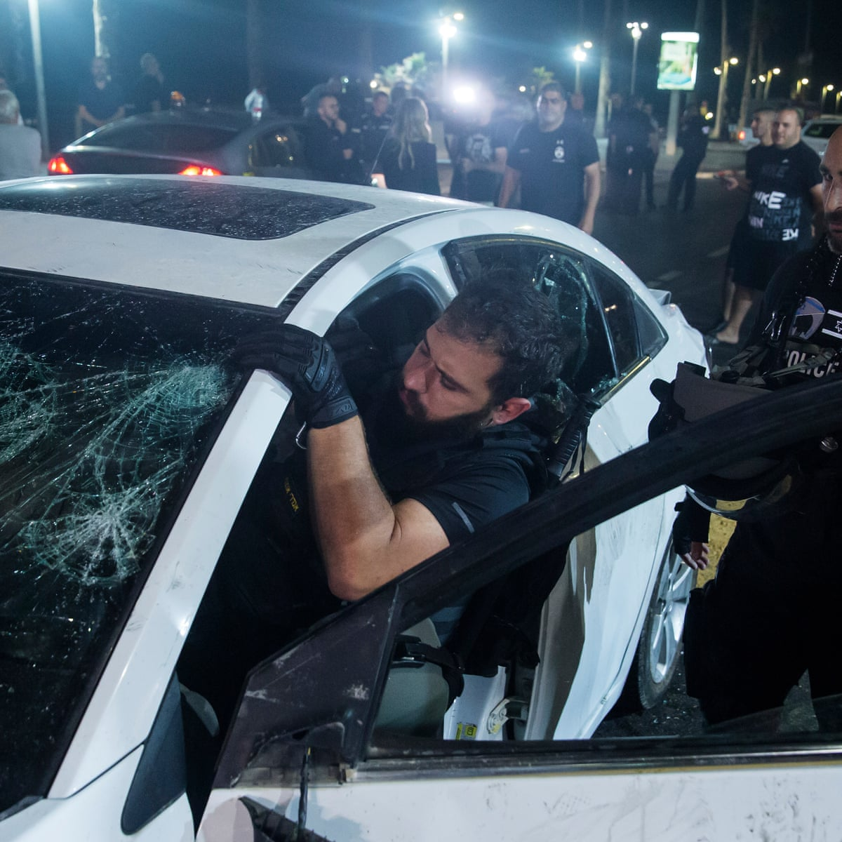 Televiziunea israeliană de stat, imagini șocante cu un bărbat bătut de o grupare de extremă-dreapta