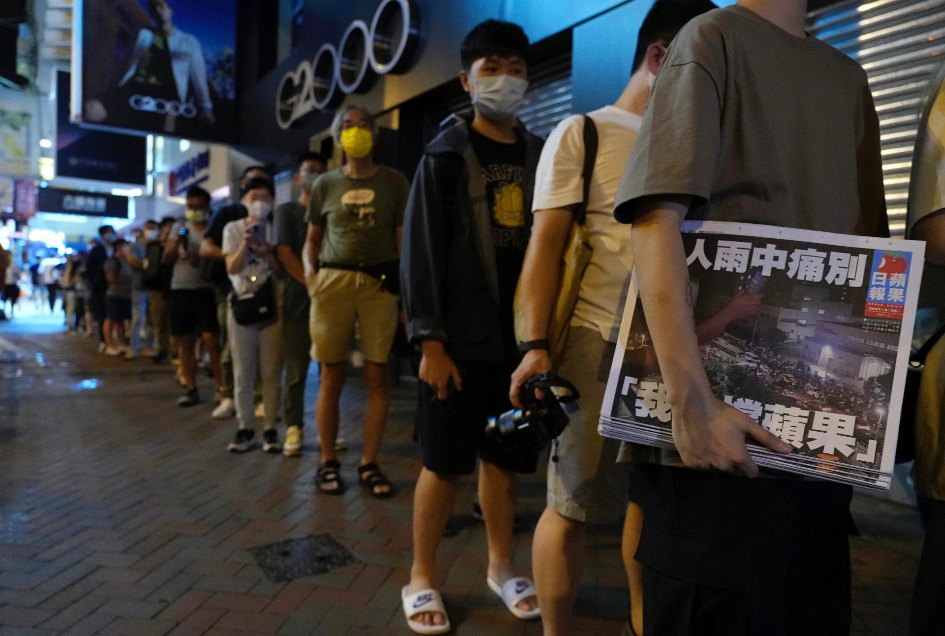 Cititorii Apple Daily din Hong Kong și-au arătat pentru ultima oară susținerea față de ziar