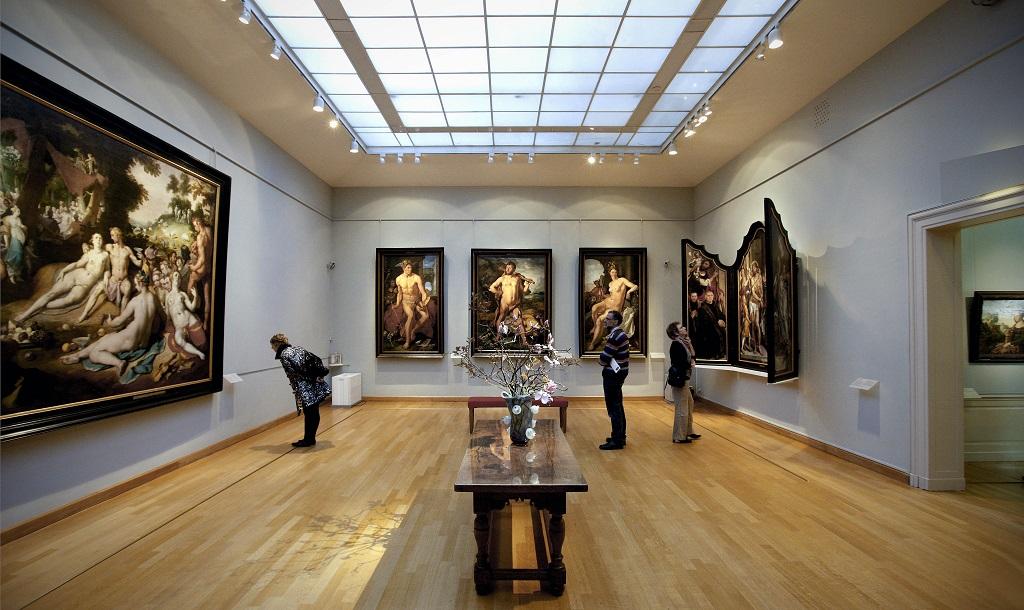 Inteligența artificială din muzeele italiene judecă popularitatea artiștilor după expresiile vizitatorilor