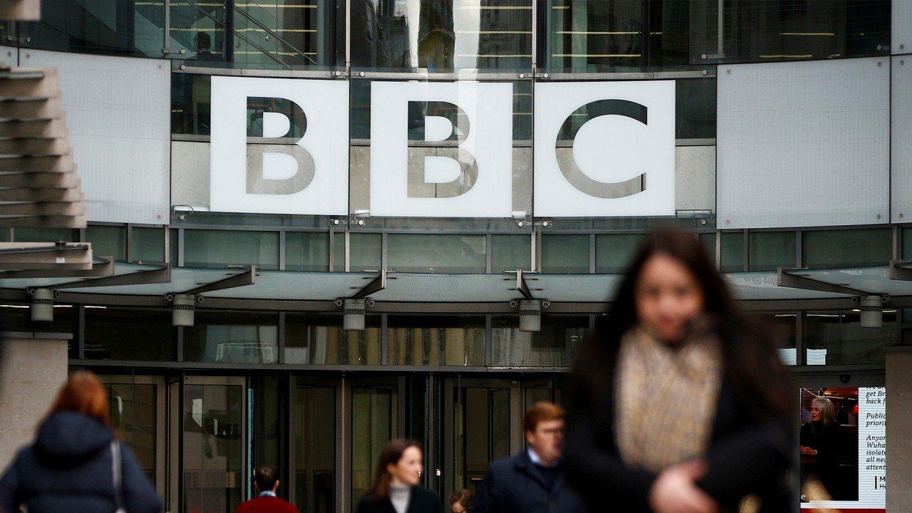 China acuză BBC de fake news, după ce compania a cerut ca jurnaliștii săi să nu mai fie hărțuiți