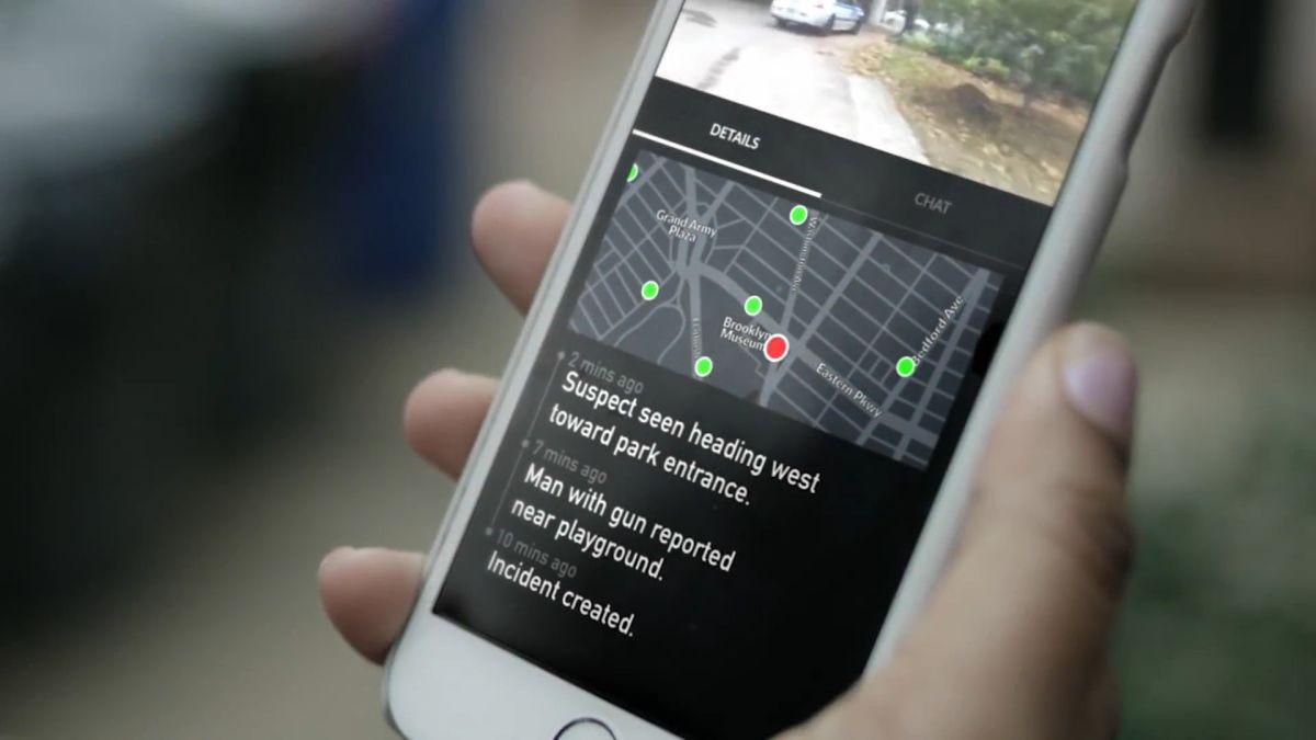 """O aplicație de monitorizare a criminalității angajează """"jurnaliști"""" care să facă livestreamuri"""
