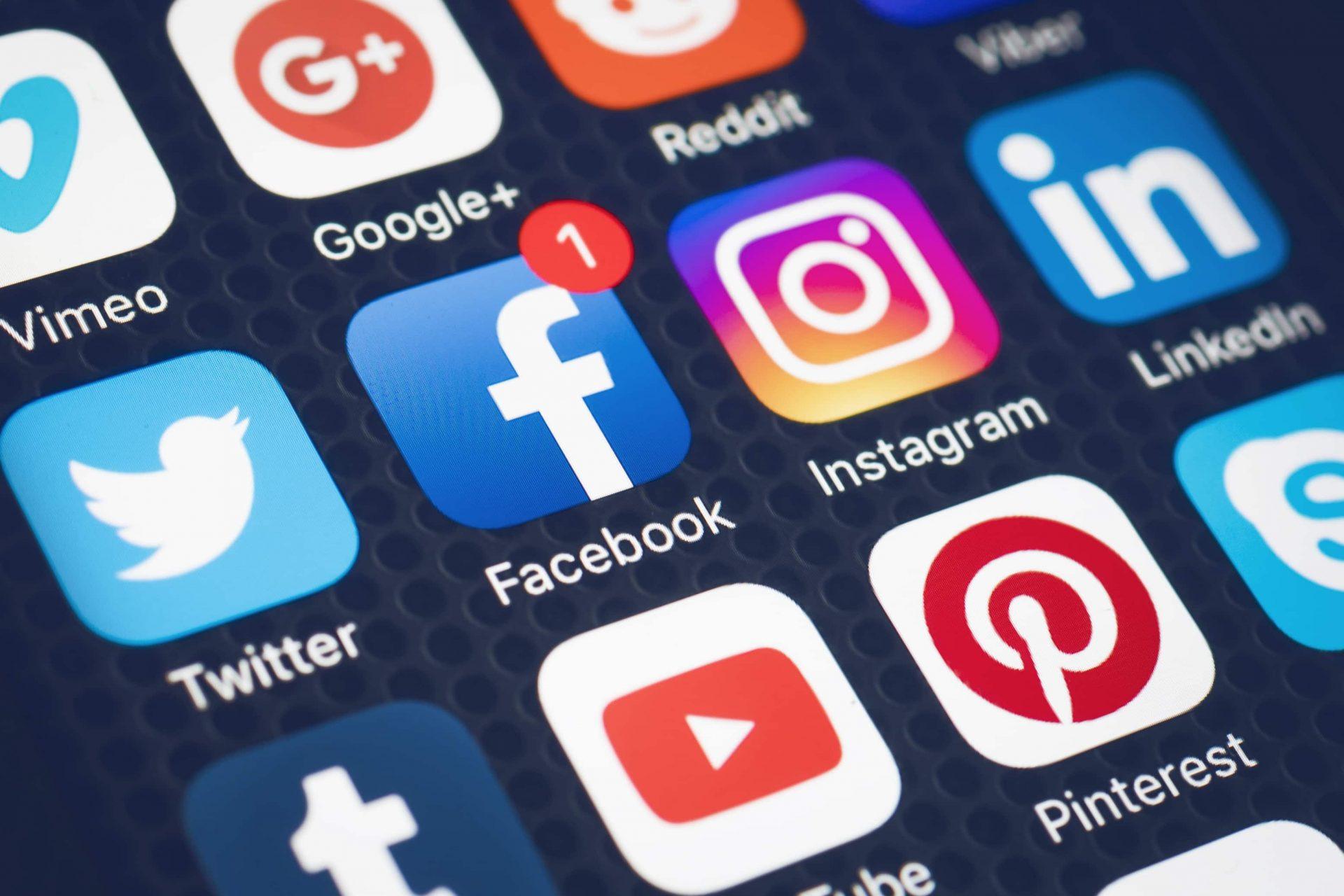 Facebook plănuiește să reducă vizibilitatea postărilor cu caracter politic