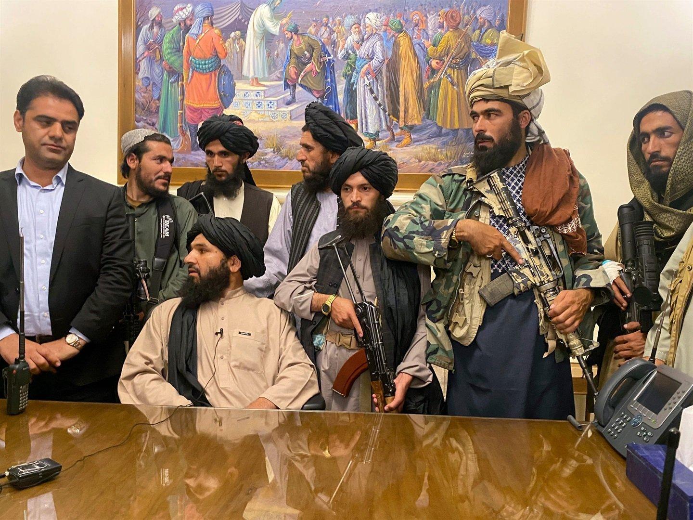 Organizația RSF este sceptică la promisiunile talibanilor privind respectarea libertății presei