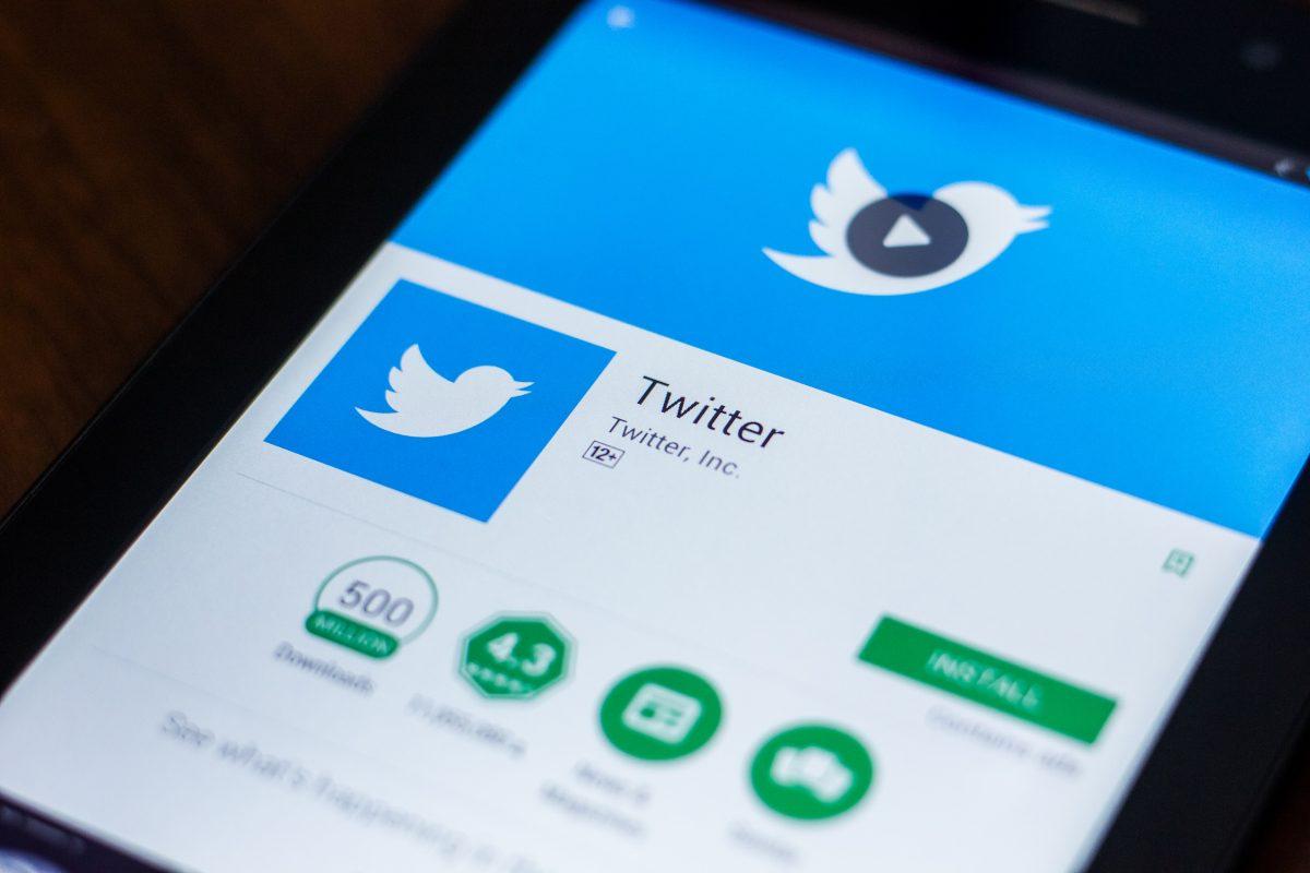 """Twitter, comparată cu Hitler de o publicație pro-guvernamentală sârbă pentru etichetele """"media afiliată statului"""""""