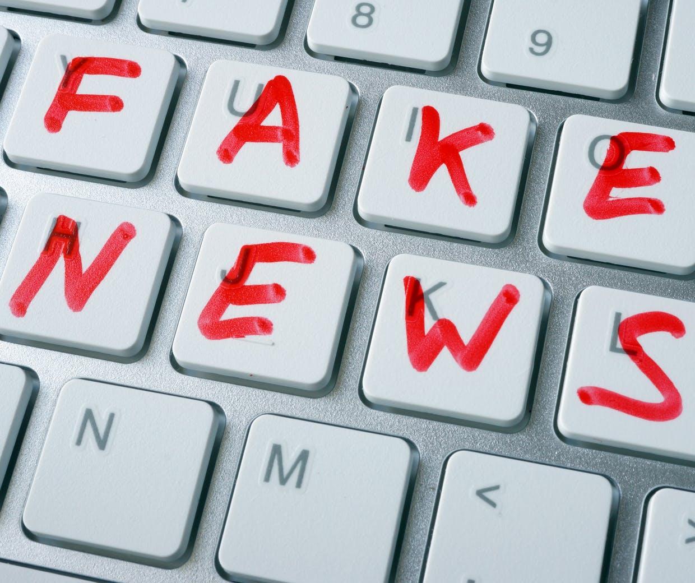 Agenții de publicitate cheltuiesc 2,6 miliarde de dolari pe site-uri web de dezinformare
