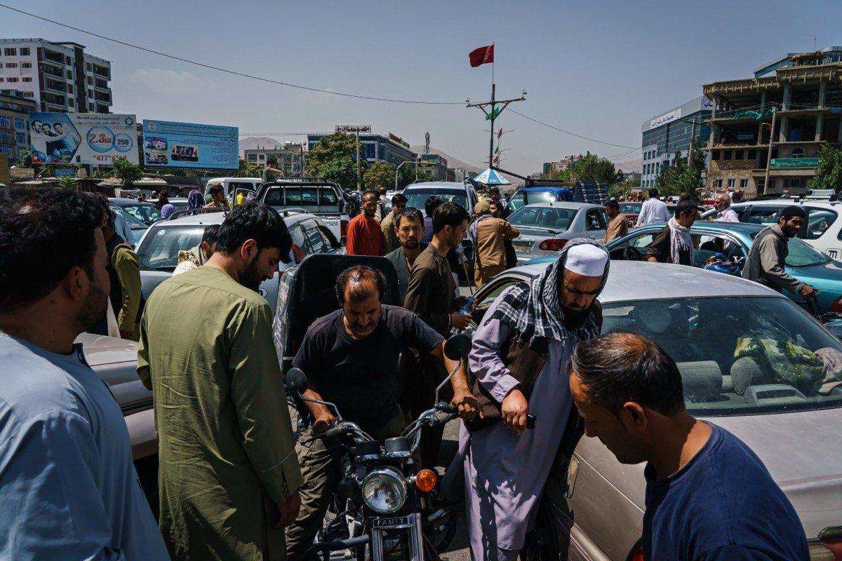 """Distopia afgană îngrijorează presa din România: preluarea puterii de către talibani stârnește """"haos"""""""