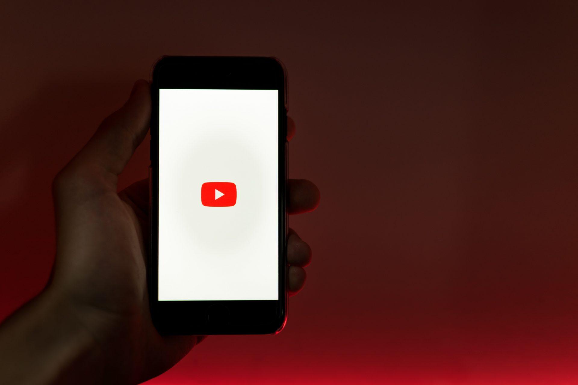 Youtube blochează conturile deținute de talibani precum și conținutul operat de aceștia