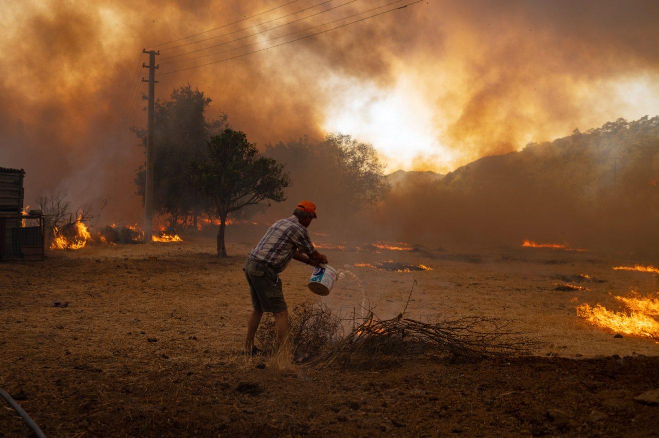 Peste 200 de jurnale de sănătate solicită măsuri urgente privind criza cauzată de schimbările climatice