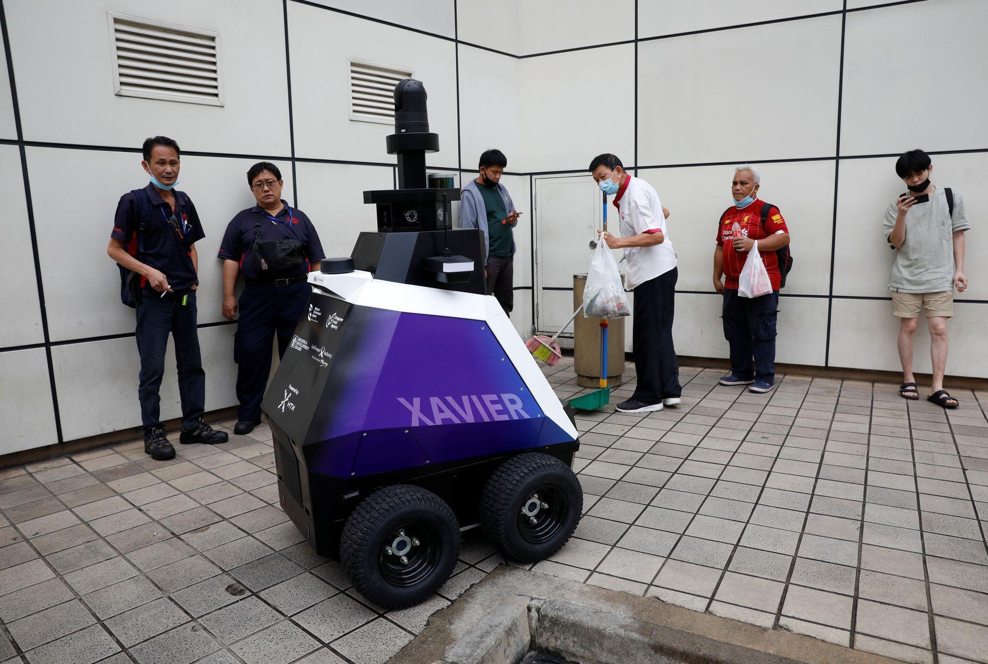 """Singapore: robot stradal care detectează comportamentele """"nedorite"""""""
