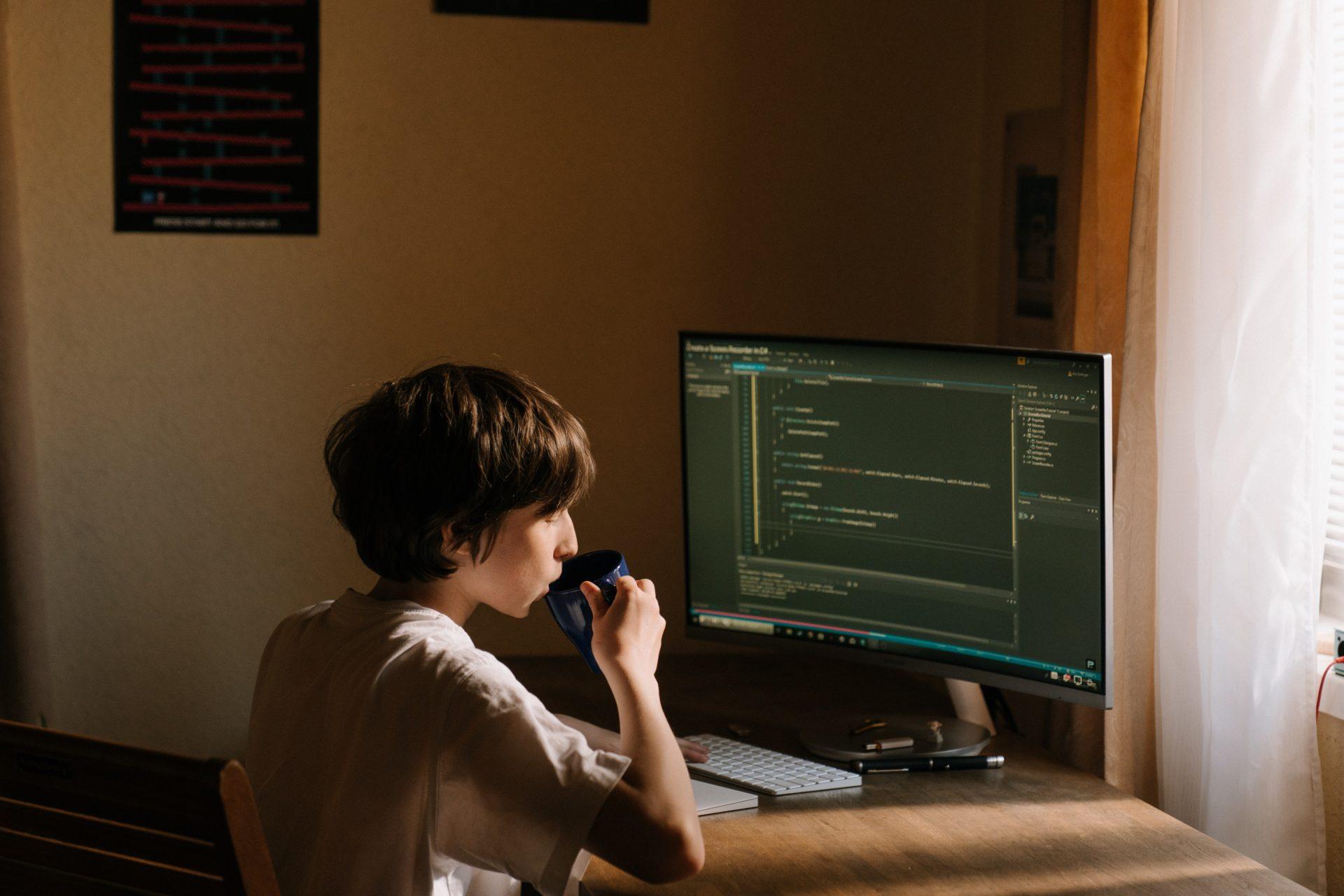 Telemunca favorizează răspândirea virușilor (cibernetici) în companii